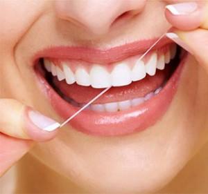 94cff61a8 Devemos usar fio dental antes ou depois da escovação